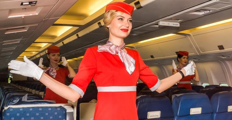 Als Stewardess zu arbeiten, stellt ohne Zweifel eine sehr interessante Aufgabe dar. Die Arbeit hoch über den Wolken verspricht jede Menge Abenteuer.