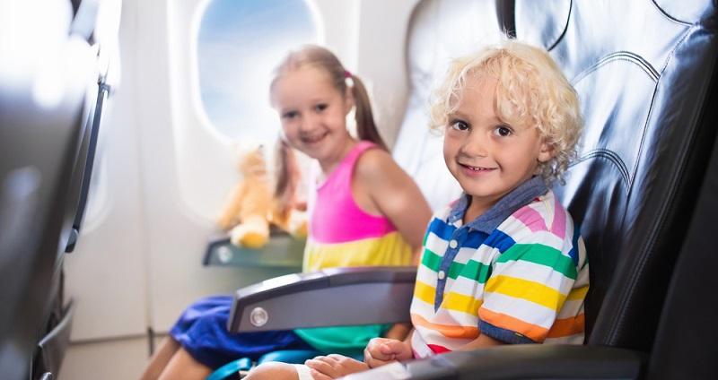 Um Kinder beschäftigen zu können, braucht es also nicht viel. Sicherlich ist es ein Unterschied, ob es sich um einen Langstreckenflug handelt oder um einen ein- bis zweistündigen Flug.