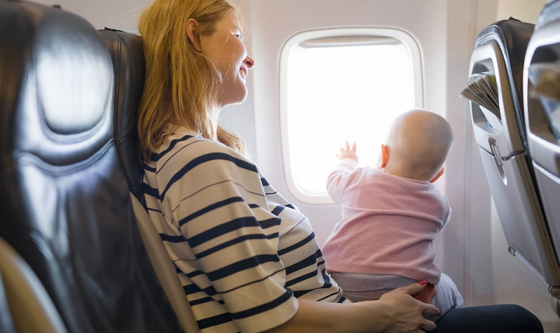 Babys gehen heutzutage mit ihren Eltern oft und gern auf Reisen, sogar auf Fernreisen.