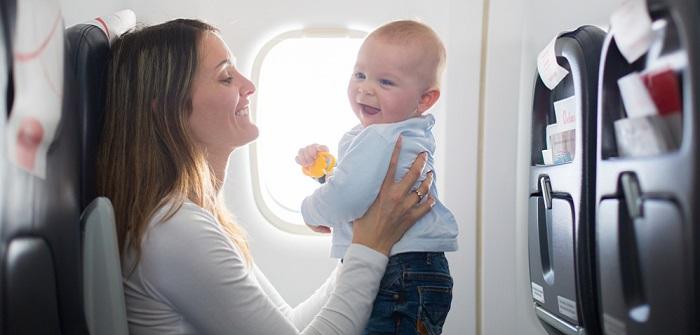 Fliegen mit Baby: Wie alt muss das Baby sein?