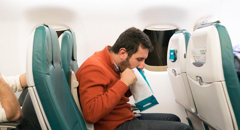 Flugangst überwinden kann teilweise nur noch mit einer professionellen Behandlung möglich sein. ( Foto: Shutterstock-illpaxphotomatic)
