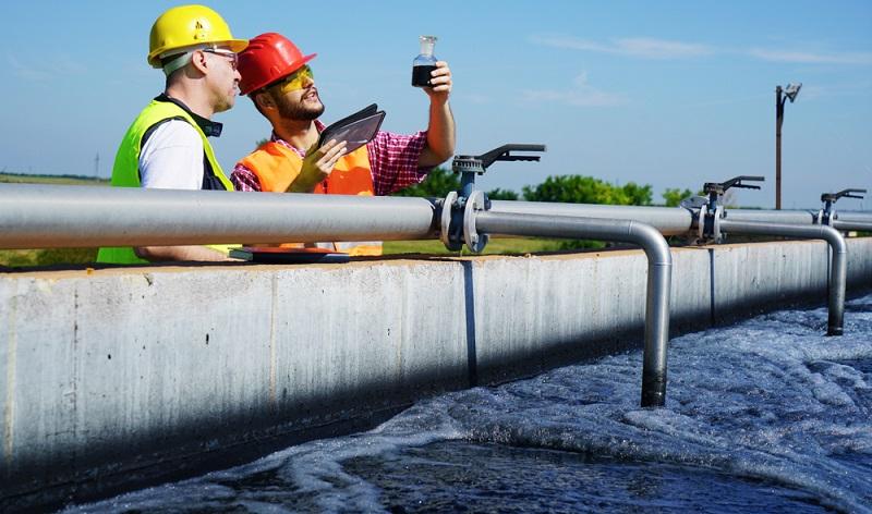 Um der Gewässerverschmutzung direkt entgegenzuwirken, kommt der Weiterentwicklung von Kläranlagen eine besondere Bedeutung zu. ( Foto-Shutterstock: Avatar_023)